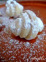 Cornuri cu Iaurt si Untura Romanian Desserts, Sweet Treats, Good Food, Sweets, Bread, Cookies, Cake, Recipes, Diet