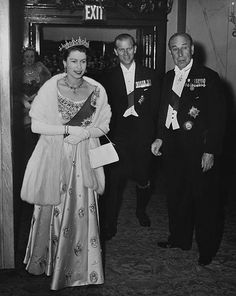 Elizabeth II and Prince Philip at Covent Garden in English Royal Family, British Royal Families, House Of Windsor, Royal Life, Elisabeth, British Monarchy, Save The Queen, Prince Philip, Special People