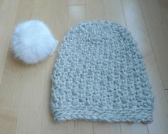 Seed Stitch Beanie ~ free pattern (p.s. the pompom can be bought on amazon. Who knew? lol)