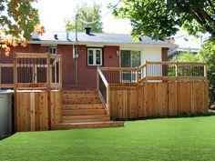 Grand patio en cèdre à Brossard Deck, Outdoor Decor, Home Decor, Courtyards, Homemade Home Decor, Front Porches, Decks, Decoration Home, Decor