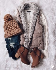 Fall vest with booties - fall outfits - Cute Winter Outfits, Casual Fall Outfits, Winter Clothes, Casual Winter, Autumn Outfits, Cozy Winter, Casual Clothes, Women's Casual, Summer Outfits