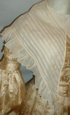 Charming 1820 1830 Cotton Vintage Pelerine Collar | eBay seller fiddybee, trimmed with ruffled edging, piping at neck and outer edges;