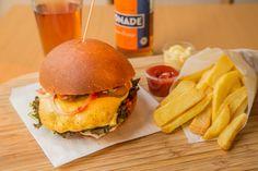 (Fast) zu schön, um wahr zu sein: GESUNDE Burger gibt es bei Eat Fit in Frankfurt. Dem Geschmack tut das übrigens keinen Abbruch, im Gegenteil!