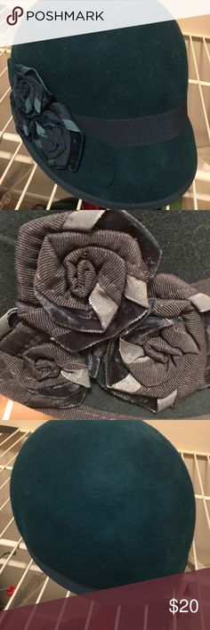 Nine West team felt hat flapper style For sale is a gently worn Nine West real felt hat. Style looks like a flapper 1920s/1930s style. Beautiful ribbon flower detail on the side. Nine West Accessories Hats