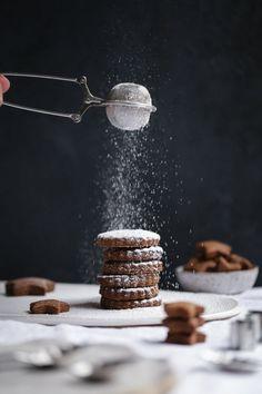 new Ideas baking photography cookies salted caramels Dark Food Photography, Cake Photography, Photography Courses, Photography Kids, Photography Studios, Photography Awards, Landscape Photography, Amish Sugar Cookies, Cookies Et Biscuits