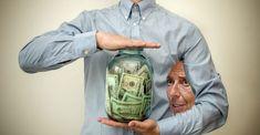 """Während der Multimillionen-Dollar-Nettowert, Lagarde Champagner in Designerkleidung und """"Power-Schals"""" spült, müssen die von der EZB-Politik regierten, lebenden Plebs dankbar bleiben, dass i News, Grateful, Champagne, Scarves, Politics"""