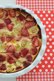 13 desserts, chacun: Clafoutis fraises et rhubarbe
