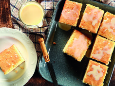 Fuss-free sponge cake you won't be able to get enough of. South African Recipes, Ethnic Recipes, Baby Girl Cupcakes, Megan Miller, Sponge Cake, Fabulous Foods, Taste Buds, Tray Bakes, Kos