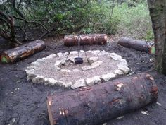 Forest School - Log seats and camp stove. - Forest School – Log seats and camp stove. Outdoor Education, Outdoor Learning Spaces, Forest Classroom, Outdoor Classroom, Waldorf Montessori, Forest School Activities, Forest Camp, Natural Playground, Playground Ideas