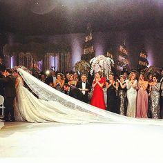 -wedding venue : Biel beirut -wedding planner : caractere @caractere_events -wedding dress : zuhair murad @zuhairmuradofficial -floral decoration : fleurs et couleurs @pamelamansourmehanna #lebaneseweddings #royalwedding #luxuryweddingdress #amazingweddingdress #hautecouture #zuhairmurad #dressedbyzuhair #dreambig #veil #embroided #embroidedveil #longweddingdress #floraldecoration #coutureweddingdress #planmywedding lebaneseweddings