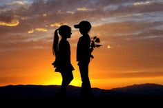 Silhouette refers to the dark outline of objects against a bright background. In silhouette photography, the sun is the common source of light. Here are a collection of outstanding examples of silhouette photos . Belle Tof, Silhouettes, Beautiful Sunset Pictures, Her Wallpaper, Cute Love, My Love, Silhouette Photography, Jolie Photo, Cute Couples