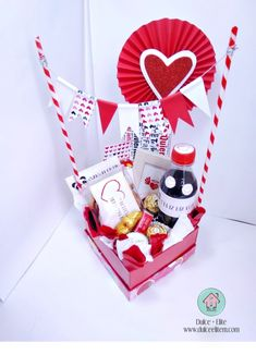 Minnie Mouse Birthday Decorations, Valentine Decorations, Valentine Baskets, Valentine Gifts, Diy Food Gifts, Craft Gifts, Birthday Cake Alternatives, Valentine Bouquet, Wedding Gift Boxes