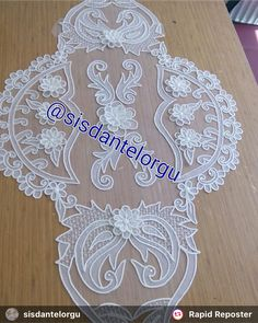 Table Tulle, Hand Home, Romanian Lace, Chrochet, Filet Crochet, Table Runners, Tulips, Diy And Crafts, Instagram