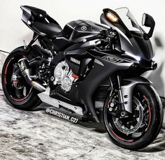 Image may contain: 1 person, motorcycle Yamaha R1, Motos Honda, Yamaha Motorcycles, Ducati, Custom Motorcycles, Custom Baggers, Gp Moto, Moto Bike, Motorcycle Bike