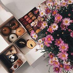 """Ready for xmas night"" #studio#basic#happynewyear#macarons#flowers"