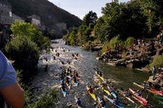 Mas de 400 palistas recorrieron los 7 km del rio Sil desde Sobrelo hasta O Barco. Se celebró la 47 edición que fue seguida por muchisimo público, del que una parte siguió la carrera en un tren especial que hizo el trayecto lleno de gente.