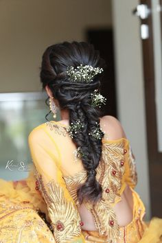 A bride flaunting her braided hair with baby breath Mehndi Hairstyles, Braided Hairstyles, Bridal Hairstyle, Wedding Hairstyles, Looking Gorgeous, Most Beautiful, Indian Wear, Lehenga, December