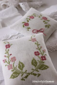 letrecivette Really must start sewing again. lovely link this. Just Cross Stitch, Cross Stitch Finishing, Cross Stitch Flowers, Modern Cross Stitch, Counted Cross Stitch Patterns, Cross Stitch Charts, Cross Stitch Designs, Cross Stitch Embroidery, Hand Embroidery