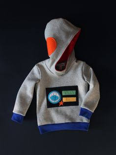 My littlest loves robots, Carnival time here in Italy is the best reason to release a new costume hoodie! We all love these hoodies because they can be worn by little kids who doesnt love to dress up but they like to party. Bymamma190 costume hoodies are made to please little kids whims. Kids love to play dress up and these sweatshirts are perfect for Carnival or Halloween but are the best for everyday life.  Through playing dressing up kids experiment new roles, rehearse real-life…
