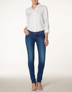 """Diese sexy, elegante Jeans """"Corynn"""" aus schmeichelhafter Stretch-Baumwolle fällt auf durch eine mittel- bis dunkelblaue Waschung mit Bleichung um die Knie für einen trendbewussten Look. 93% Baumwolle. 5% Elastomultiester. 2% Elastan..."""