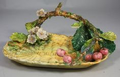 """""""Vide Poche"""" in shape of a basket in Majolica decorated with flowers and fruits"""