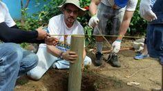 Nuestros colaboradores llevando a cabo construcción de casas para las familias necesitadas #ParaVivirMejor #ElSalvador