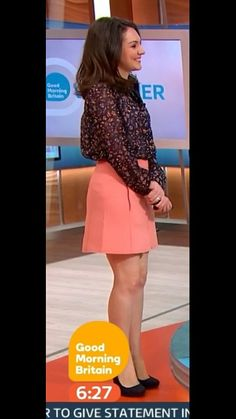 Itv Weather Girl, Hottest Weather Girls, Sexy Outfits, Casual Outfits, A Line Skirts, Mini Skirts, Robin Meade, Tv Girls, Tv Presenters