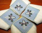 Setting for 4 / Vintage Embroidery Linen Napkins Double Colored Thread with Basket
