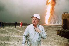 Rund 2000 Brände löschte Red Adair im Laufe seiner Karriere. Der Texaner galt als der beste Feuerwehrmann der Welt. Hier ist er 1991 im Alter von 76 Jahren nach dem Ersten Golfkrieg auf den brennenden kuwaitischen Ölfeldern zu sehen.