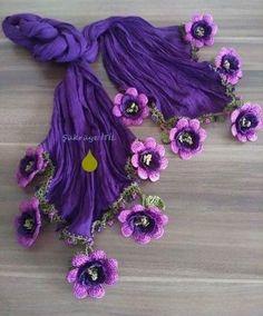 Best 12 Bufandas y crochet Crochet Flowers, Crochet Lace, Crochet Stitches, Crochet Shawl, Lace Patterns, Knitting Patterns, Crochet Patterns, Creative Embroidery, Hand Embroidery Designs