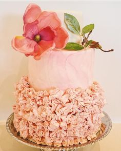 Wedding cake with ruffles and marbled effect