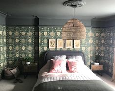 william morris wallpaper in bedroom by Fiona Duke Victorian House Interiors, Victorian Bedroom, Edwardian House, Dark Master Bedroom, Home Bedroom, Modern Bedroom, Bedrooms, Wallpaper Lounge, Home Wallpaper