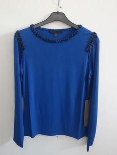 Camiseta azul klein con vivo en mecha tramada negra