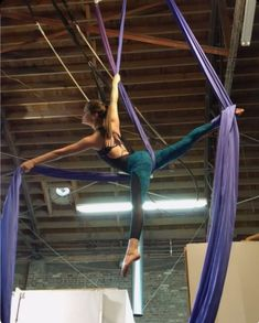 🎶🎧 Let's embrace the loudness of Thanksgiving 🙏😬😈 I think what I'm digging about this combo is the wrapping of the feet. Aerial Acrobatics, Aerial Dance, Aerial Hoop, Aerial Arts, Aerial Silks, Silk Dancing, Yoga Dance, Contortion, Pole Fitness