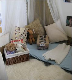 cosy area - swoft spaces give children a place to withdrawal when tired, overstimulated or when in need of quiet or alone time Reggio Classroom, Toddler Classroom, New Classroom, Classroom Setting, Classroom Design, Classroom Decor, Classroom Organisation, Toddler Rooms, Toddler Play