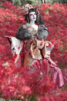 thekimonogallery:   Original Character | Fuyutsugu  Kimono and Japanese inspiration used in a fashion shoot