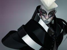 alien doll / black 'n white