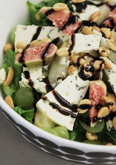 Sinihomejuusto-viikunasalaatti