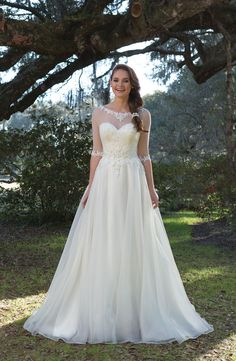 Sweetheart Gowns - Style Sweetheart Ball Gown With Beaded Lace Appliques and Organza Skirt Classic Wedding Gowns, Modest Wedding Gowns, Sweetheart Wedding Dress, Formal Dresses For Weddings, Wedding Dress Trends, Wedding Dress Sleeves, Cheap Wedding Dress, Wedding Attire, Weeding Dress