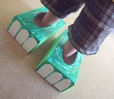 Easiest dinosaur craft - dino feet. Save your empty tissue boxes and let the kids decorate and stomp around.