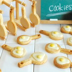 Eggs frying in the pan cookies - Crabapple Approved Biscotti Cookies, Cake Cookies, Sugar Cookies, Sweets Recipes, Cookie Recipes, Best Party Food, Small Desserts, Mini Foods, Mini Cakes