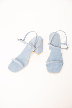 simple sandal in azur