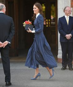 The Duchess of Cambridge looked elegant in a polka dot dress for the outing to Bletchley Park this afternoon, pictured Moda Kate Middleton, Estilo Kate Middleton, Kate Middleton Style, Princesa Kate, Estilo Real, The Duchess, The Knot, Kate And Meghan, Anna Wintour