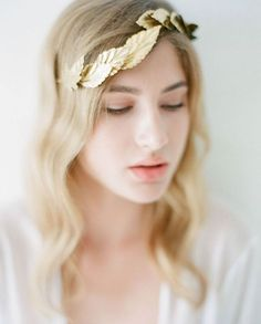Fearless Authentic bridal hairstyle and accessory hairpiece inspiration ideas for a bride-to-be  Bridal Accessories | Naturae Designs | Fine Art Curation | Wedding Sparrow