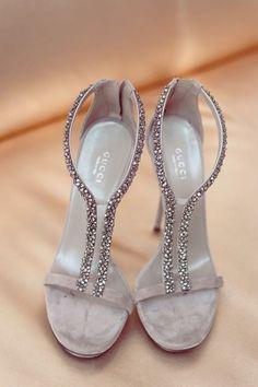 Quale sposa direbbe di no ad un paio di scarpe Gucci?  Gucci strappy heels