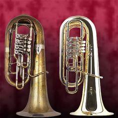 TUBAS.  Aerófono de metal, de origen etrusco. Trompeta romana equivalente al Sálpinx griego,provista de boquilla, a veces de marfil, hueso o metal, cuyo pabellón de campana oscila  en torno a los 2,5 cm de diámetro.