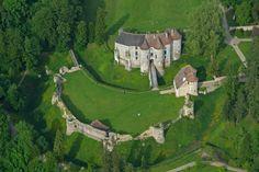 Le Château d'Harcourt classé jardin remarquable, il est constitué d'un château médiéval, d'un arboretum de 15 hectares, véritable collection botanique de 250 espèces et dont les plus vieux sujets ont plus de 200 ans, et d'une forêt de 90 hectares… ©Vudoiseau
