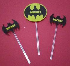 Kit Toppers Batman personalizado kit com 3 toppers para docinhos ou cupcakes com tema Batman , confeccionado com papel fotográfico resistente a aguá e palito de plastico transparente e personalizado com nome do aniversariante.