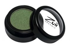 Zuii Organic Flora Eyeshadow Apple. Zuii's unique Talc Free Certified Organic Floral Blend of rose, chamomile and jasmine powders enriched with natural vitamins and minerals delivers both a subtle and sophisticated colour palette to soothe and nourish your eyelids. No longer are lovers of shimmery eye shadows only for the young, now because of Zuii unique formulation there is no limitation.