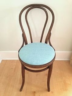 Steffes in the House: Bentwood Chair Makeover Chair Redo, Chair Makeover, Diy Chair, Kids Craft Tables, Diy Furniture Restoration, Antique Armchairs, Black Dining Chairs, Cheap Chairs, Wood Circles